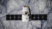 CEO SpaceX ini berencana membangun jaringan satelit di atas Bumi untuk mempercepat layanan internet.