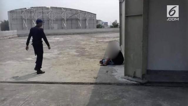 Beredar video yang menunjukkan sepasang remaja nekat mesum di atas gedung yang diduga berada di Karawang.