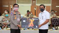 Polri bersama BRI meluncurkan program keselamatan bagi pengemudi terdampak pandemi Covid-19 dengan pemberian bantuan sosial senilai Rp 600 ribu per bulan.