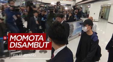 Berita video Kento Momota disambut ratusan orang dan awak media ketika ia tiba di bandara internasional Tokyo, Jepang, pada Rabu (15/1/2020).