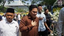 Pengusaha nasional Erick Thohir tiba di rumah duka Presiden ke-3 RI BJ Habibie di kawasan Kuningan, Jakarta, Kamis (12/9/2019). Sejumlah tokoh nasional terus berdatangan ke rumah duka atas meninggalnya BJ Habibie. (Liputan6.com/Immanuel Antonius)