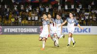 Pemain Timnas Filipina merayakan gol ke gawang Singapura di Stadion Panaad, Bacolod City, Selasa (13/11/2018). (Bola.com/AFF Suzuki Cup)