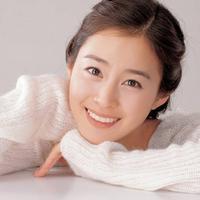 Tak hanya cantik, Kim Tae Hee juga dikenal sebagai aktris yang pintar. Untuk penampilan setiap episode, ia mendapat bayaran Rp 453 juta. (foto: Allkpop.com)
