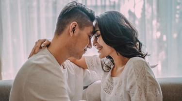 Kabar bahagia datang dari pasangan Siti Badriah dan Krisjiana, dimana mereka berdua resmi menjadi pasangan suami istri. (Liputan6.com/IG/sitibadriahh)
