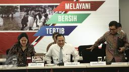 Menko PMK, Puan Maharani bersiap melakukan rapat koordinasi di Jakarta, Senin (6/2). Tahun ini pemerintah akan meningkatkan jumlah penerima bantuan sosial nontunai PKH dari 1,4 juta penerima manfaat menjadi 3 juta keluarga. (Liputan6.com/Faizal Fanani)
