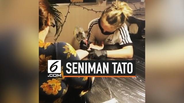 Ezrah Dormon atau Sharky baru berusia 13 tahun namun sudah mempunyai studio tato sendiri. Sejauh ini, ia sudah menciptakan 130 karya yang memuaskan pelanggan.