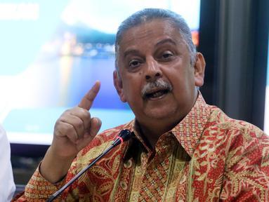Direktur Utama (Dirut) PLN Sofyan Basir memberi keterangan pers setelah rumahnya digeledah oleh KPK, Jakarta, Senin (16/7). Sofyan mengaku menghormati proses hukum yang dilakukan oleh KPK. (Liputan6.com/Arya Manggala)
