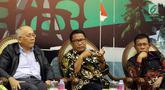 Anggota Komisi III Fraksi PDIP DPR Masinton Pasaribu), Ketua Komisi V Fraksi Partai Gerindra Farry Djemi Francis, dan Pemerhati Masalah Sosial dan Ekonomi Johanes Saragih saat Diskusi Forum Legislasi di Jakarta, Selasa (21/8). (Liputan6.com/JohanTallo)