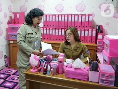 Bernuansa Serba Pink, Begini Penampakan Ruang Kerja Bendahara Kelurahan Rawa Bunga