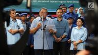 Ketua Umum Partai Demokrat Susilo Bambang Yudhoyono (SBY) memberikan keterangan pers di DPP Partai Demokrat, Jakarta, Selasa (6/2). (Liputan6.com/JohanTallo)
