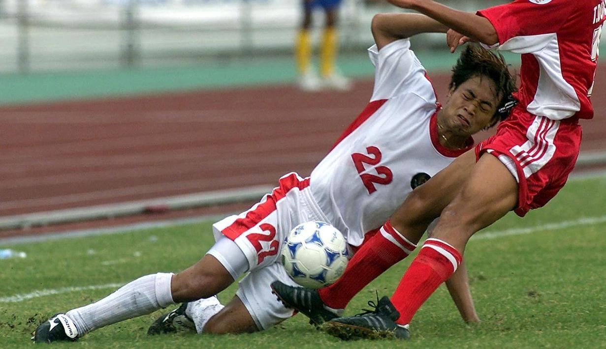 Tim Garuda datang dengan 24 pemain, termasuk Gendut Doni Christiawan yang tampil menawan menggantikan Bambang Pamungkas. Debutnya apiknya saat melawan Myanmar berhasil membuat dirinya menyarangkan dua gol ke gawang lawan. (Foto: AFP/Pornchai Kittiwongsakul)