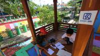 Pemandangan Sungai Kemuning yang terletak di Jl. Kemuning, Kel. Guntung Paikat, Kec. Banjarbaru Selatan, Kota Banjarmasin kini telah bersih dan tertata rapi.