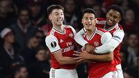 Para pemain Arsenal merayakan gol yang dicetak Gabriel Martinelli ke gawang Standard Liege pada laga Liga Europa di Stadion Emirates, London, Kamis (3/10). Arsenal menang 4-0 atas Liege. (AFP/Glyn Kirk)