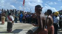 Tarian sambutan warga pulau Masela