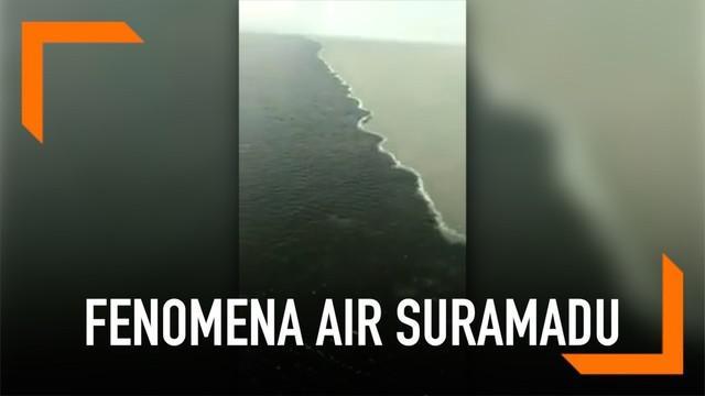 Sejumlah tim ahli dari ITS meneliti fenomena air yang terlihat berbeda di Suramadu.