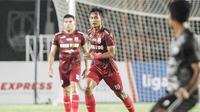 Gelandang Persis Solo, Kanu Hemiawan saat membela timnya menghadapi PSG Pati pada laga pembukaan Liga 2 2021. (Dok Persis Solo)
