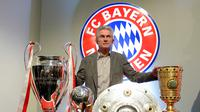 Jupp Heynckes hanya semusim bersama Real Madrid dan meraih trofi Liga Champions musim 1997-1998. Setelah itu, Heynckes meraih treble bersama Bayern Munchen. (AFP/Christof Stache)