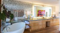 Seperti apa rupa lima kamar mandi di dalam rumah selebriti?