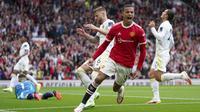 Leeds United sedikit lengah usai menyamakan skor. Manchester United kembali memimpin pada menit ke-52 melalui aksi Mason Greenwood yang merobek gawang Leeds dari dalam kotak penalti usai menerima umpan panjang Paul Pogba. Manchester United 2, Leeds United 1. (Foto: AP/Jon Super)