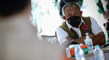 Ketua Satgas Penanganan Covid-19 Ganip Warsito meninjau RS Lapangan Kogabwilhan II Indrapura, Kota Surabaya, Jawa Timur.
