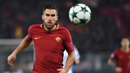 Kevin Strootman. Pemain tengah ini didatangkan AS Roma dari PSV pada awal musim 2013/2014. Selama total 6 musim hingga 2018/2019 telah bermain dalam 137 penampilan di semua ajang dengan mencetak 13 gol. Saat ini bermain untuk Genoa dengan status pinjaman dari Marseille. (AFP/Alberto Pizzoli)