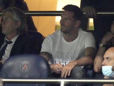 Lionel Messi hanya menjadi penonton saat Paris Saint-Germain menjamu Strasbourg dalam lanjutan Liga Prancis. (Foto/AP/Francois Mori)