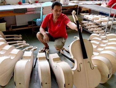FOTO: Mengunjungi Bengkel Pembuatan Biola dan Selo di China