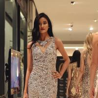 Galeries Lafayette memamerkan koleksi gaun terbaru dari beberapa rumah mode kelas dunia sebagai referensi untuk pesta akhir tahun. (Foto: Fimela.com/Nurwahyunan)