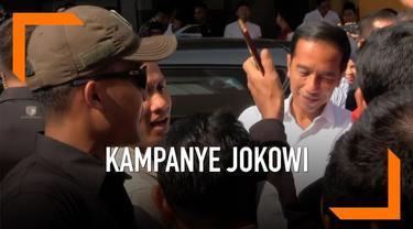 Calon Presiden no. urut 01 Joko Widodo disambut teriakan warga saat keluar dari hotel di Cirebon, Jumat (5/4) pagi. Di Cirebon Jokowi akan menggelar kampanye terbuka dan kunjungi beberapa lokasi industri.