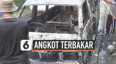 Mobil angkutan kota terbakar di daerah Ciampea Bogor. Sopir berhasil selamat dalam peristiwa ini, namun kobaran api menghanguskan kendaraan umum tersebut.