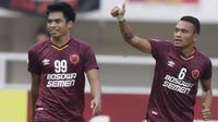 Striker PSM Makassar, Ferdinand Sinaga, melakukan selebrasi usai membobol gawang Lao Toyota FC pada laga Piala AFC 2019 di Stadion Pakansari, Bogor, Rabu (13/3). PSM menang 7-3 atas Lao. (Bola.com/M. Iqbal Ichsan)