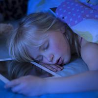 Jangan lakukan empat hal ini sebelum tidur, kalau kamu tetap mau sehat.