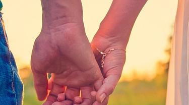 6 Cara Pegangan Tangan Ungkap Karakter Hubungan Kalian Dengan Kekasih Citizen6 Liputan6 Com
