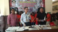 Kasat Resrkim Polres Metro Jakarta Selatan, Kompol Andi Sinjaya Saat Memberikan Keterangan Pers Kasus Penipuan Emas Palsu, Kamis (8/8/2019). (Foto: Merdeka.com)