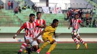 Celebest FC takluk 0-2 dari Persepam MU dalam lanjutan play-off Liga 2 di Stadion Manahan, Solo, Jumat (13/10/2017). (Bola.com/Ronald Seger Prabowo)