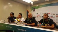 Mario Gomez, pelatih Persib (kedua dari kanan), mengaku waspadai trio Belanda milik Bali United (Liputan6.com/Dewi Divianta)