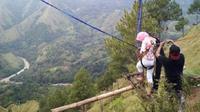 Selain Bukit Buntu, ayunan ekstrem juga tersedia di Kulon Progo berjuluk Ayunan Langit. (Liputan6.com/Eka Hakim)