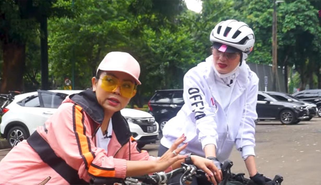 Mayangsari bersepeda (Youtube/MAYANGSARI OFFICIAL)