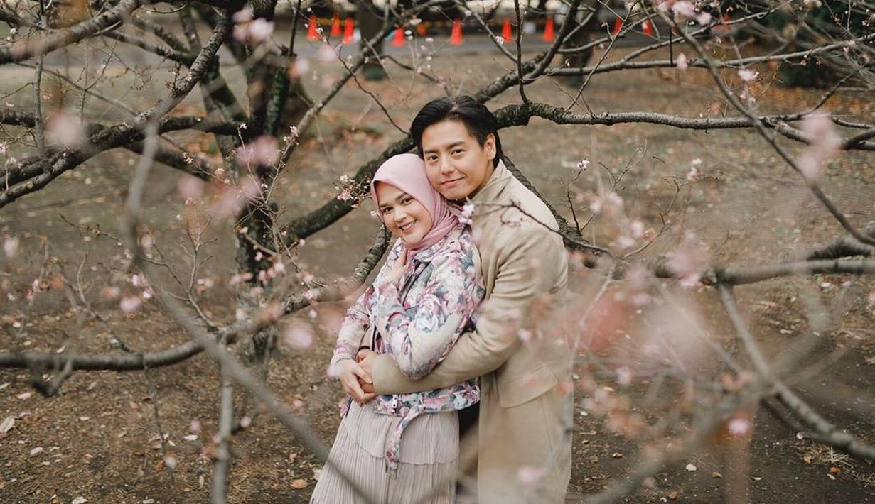 Cut Meyriska dan Roger Danuarta, untuk pertamakalinya menjalani Ramadan tahun 2020 ini sebagai pasangan suami istri. Di samping itu, Cut Meyriska juga kini tengah berbadan dua. Namun tak menyurutkan semangatnya untuk berpuasa. (Instagram/cutratumeyriska)