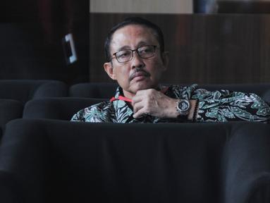 Mantan Kepala Badan Penyehatan Perbankan Nasional (BPPN) I Putu Gede Ary Suta menunggu panggilan saat akan menjalani pemeriksaan oleh penyidik di Gedung KPK, Jakarta, Selasa (9/7/2019). I Putu Gede diperiksa untuk tersangka istri Sjamsul Nursalim, Itjih Nursalim. (merdeka.com/Dwi Narwoko)