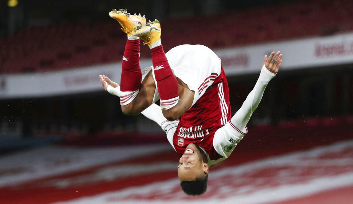 Pierre-Emerick Aubameyang - Bomber Arsenal ini tak perlu lagi diragukan dalam urusan membobol gawang lawan. Direkrut dengan mahar sebesar 63,75 juta euro atau Rp1,07 triliun, Aubameyang telah menyumbang 88 gol serta 20 assist. (Foto: AP/Catherine Ivill)
