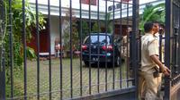 Mobil yang diduga membawa Sandiaga Uno ke kediaman Prabowo Subianto (Liputan6.com/Nafiysul Qodar)