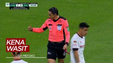 Berita Video Wasit di Liga Meksiko Ini Gagalkan Peluang 99 Persen Gol