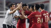Para pemain Timnas Indonesia merayakan gol yang dicetak Alfath Fathier ke gawang Timor Leste pada laga Piala AFF 2018 di SUGBK, Jakarta, Selasa (13/11). Indonesia menang 3-1 atas Timor Leste. (Bola.com/M. Iqbal Ichsan)