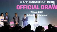 Plt Ketua Umum PSSI, Joko Driyono (kanan) saat undian fase grup Piala AFF 2018 di Jakarta, Rabu (2/5). Indonesia tergabung di Grup B bersama dengan juara bertahan Thailand. (Liputan6.com/Helmi Fithriansyah)