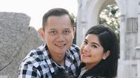 Almira Tunggadewi Yudhoyono, cucu SBY kelahiran 17 Agustus 2008 tengah dipeluk mesra kedua orang tuanya, Almira tampak begitu bahagia berada di dekapan orang tercintanya. (Liputan6.com/IG/@annisayudhoyono)