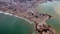 Penampakan Meulaboh usai diterjang tsunami. (AFP PHOTO/ANTARA NEWS AGENCY)