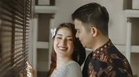 Handika Pratama dan Rosiana Dewi (Sumber: Instagram/umarez.photography)