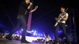 Grup musik Arkarna mengaku ini kali pertamanya mereka tampil tanpa mendapatkan bayaran sama sekali, Jakarta, (20/10/14). (Liputan6.com/Faizal Fanani)