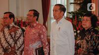 Presiden Joko Widodo (kedua kanan), Menko Polhukam Mahfud Md (kedua kiri), Menteri LHK Siti Nurbaya Bakar (kanan), dan Sekretaris Kabinet Pramono Anung saat Rapat Koordinasi Nasional Kebakaran Hutan dan Lahan 2020 di Istana Negara, Jakarta, Kamis (6/2/2020). (Liputan6.com/Faizal Fanani)